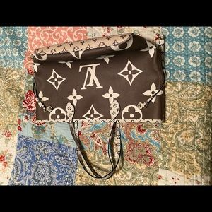 LV tote, like new condition